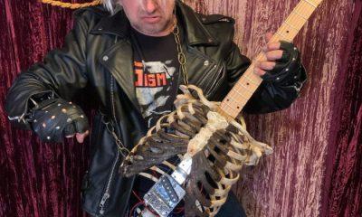 Guitarra hecha de huesos